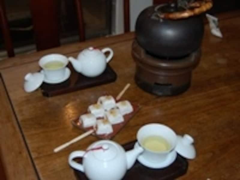 夜まで開いている茶芸館で旅の思い出を語ろう