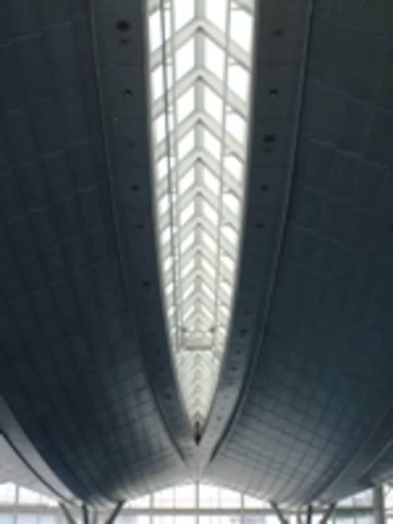 「空」をイメージした新ターミナルビル