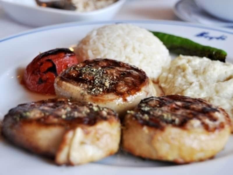 トルコの外食産業、トルコ料理のレストランであれば、それほど高くない