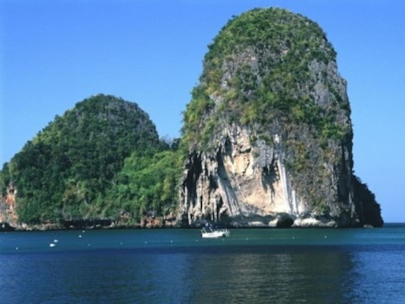 ダイナミックな風景が特徴的なクラビ。最近、山間部の温泉にもリゾート施設が出来て注目度が高まっている(c)タイ政府観光庁