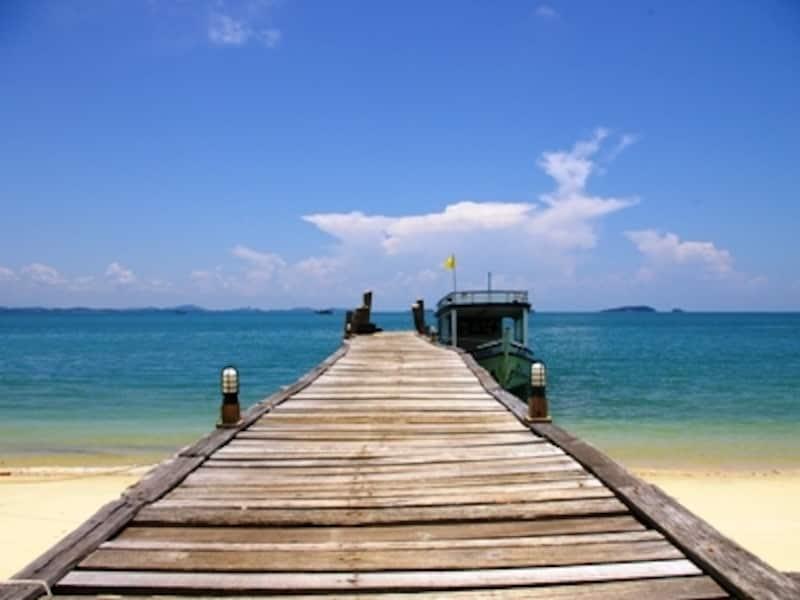 バンコクの近くにありながら、美しい自然と透明度の高い海を守り続けているサメット