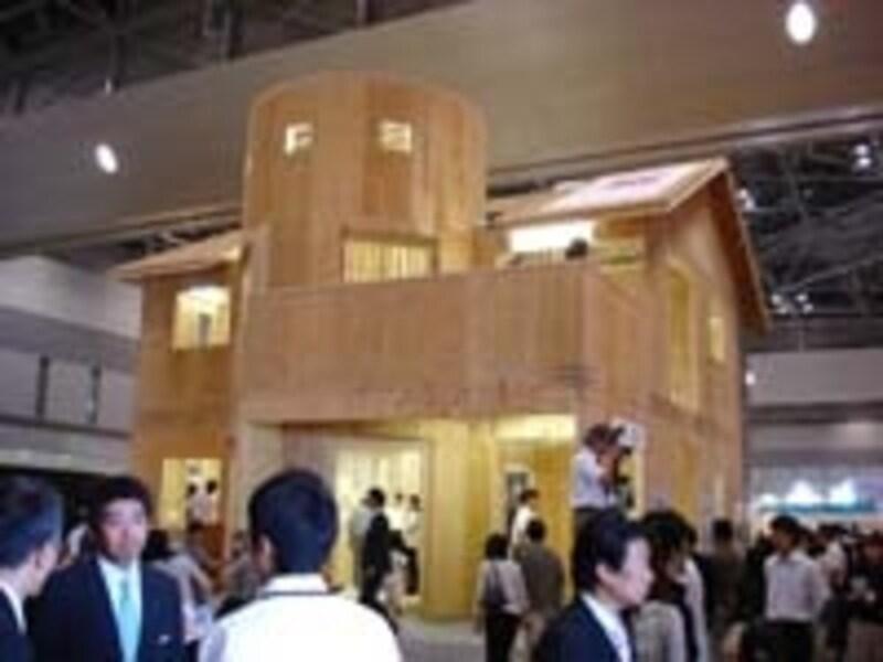 三井ホームのデザイン性の高さを物語る商品「ラ・ロトンダ」の構造躯体。通常円形の建築物を造るのは大変難しいが、それを実現した