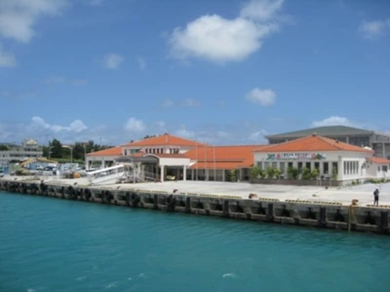 美しい沖縄の離島には、私たちにはわからない様々な悩みごともあります(写真は伊是名島)