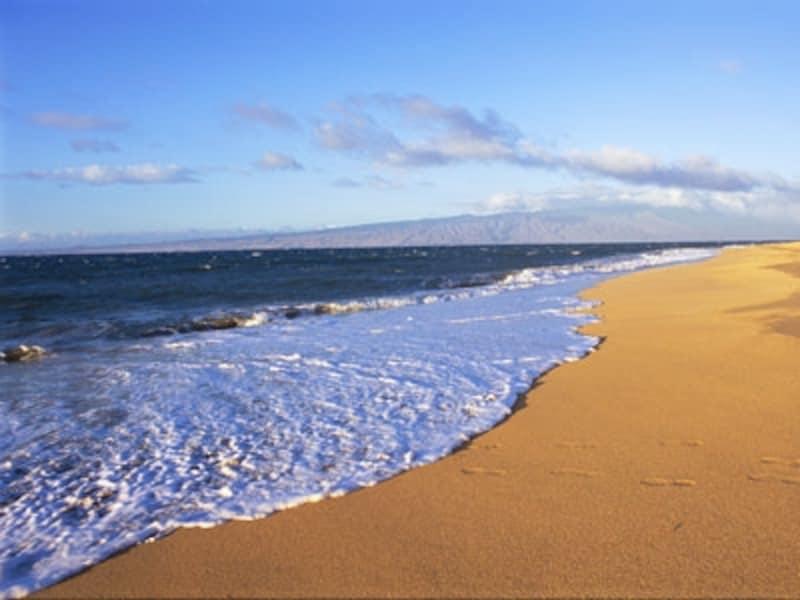 島の北西部に広がるポリフアビーチ。(画像協力:ハワイ州観光局)