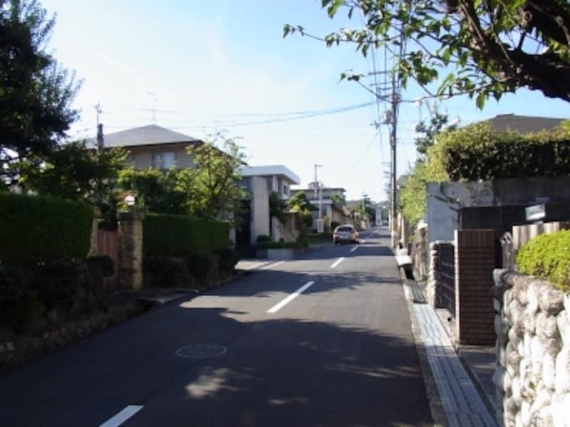 「宝塚南口」駅界隈を南下、「逆瀬川」駅界隈に向う