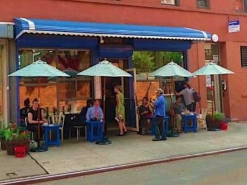 いわずと知れた有名カフェのカフェ・ジタンはセレブにも人気