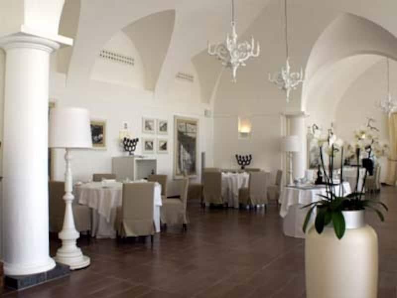 ヴォールト天井が歴史の面影を残すGrandHotelConventodiAmalfiのレストラン