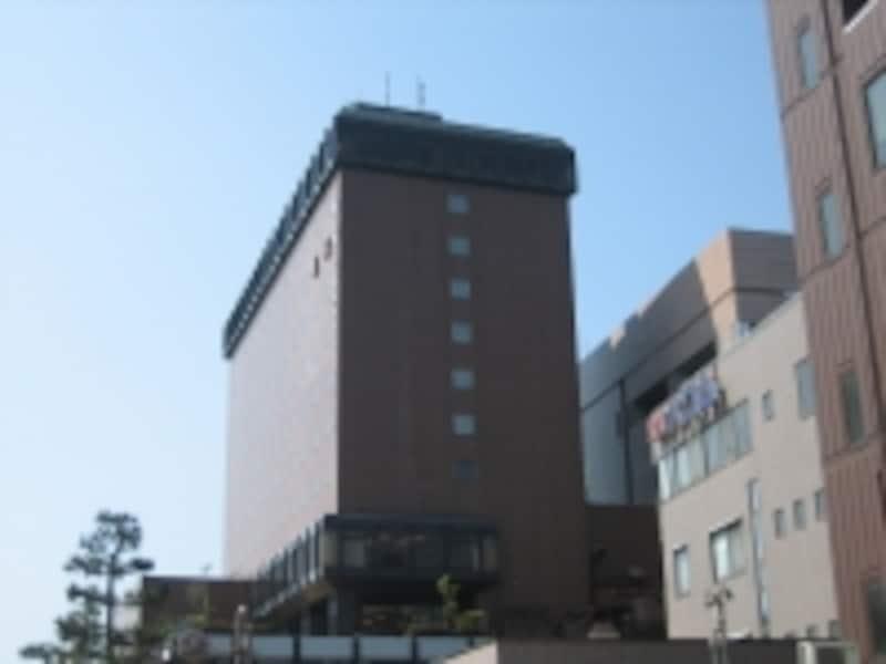 大通り側から見た金沢ニューグランドホテル