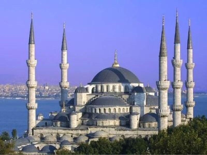イスタンブールを代表する建築物の一つ、スルタンアフメットモスク
