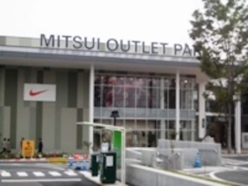 三井アウトレットパーク入間は量販店コストコに隣接
