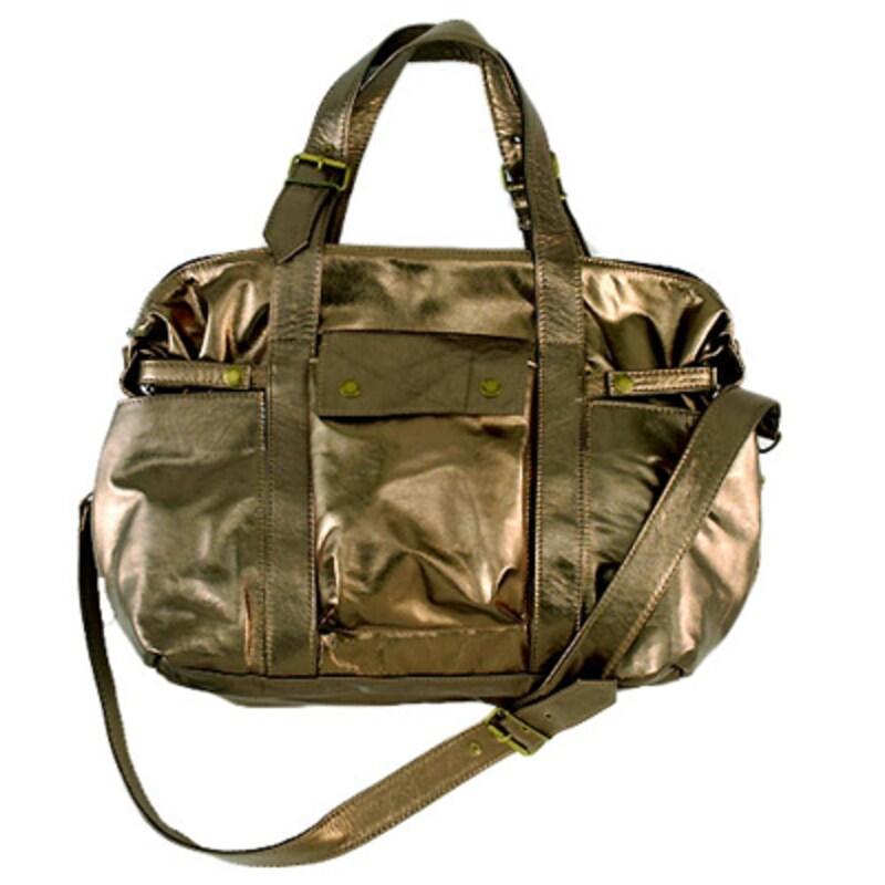 おむつ交換もおしゃれに決まる、ニコールキッドマン、ハルベリーなどセレブに大人気の、ママバッグに見えないマザーズバッグご紹介します!