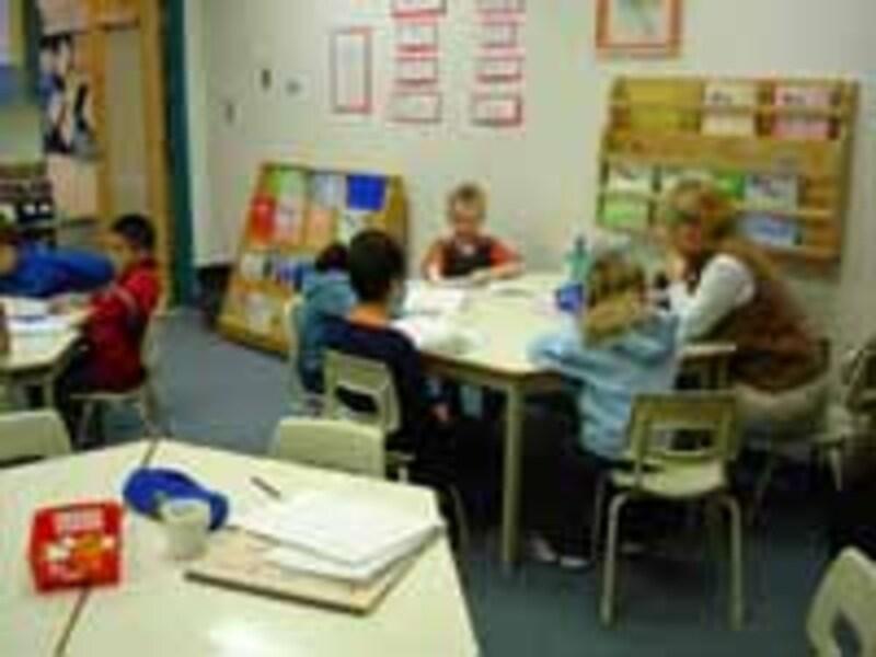 親も一緒に楽しんで子育てするのが「英語子育て」。親子英語サークルはその典型的な例です。
