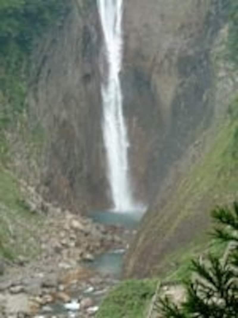立山・称名滝の滝壺(2002年9月撮影)