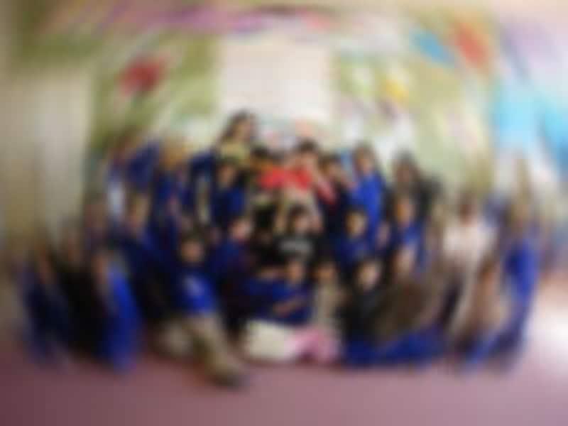 小学校の教壇に立つ喜びはひとしお。児童英語教師として学校教育現場に立てるとは夢にも思っていませんでした。