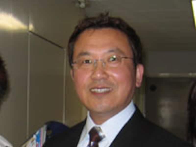 小学校教師歴27年の小川隆夫先生。専門は英語コミュニケーション教育。ようやく関東地区に公立小学校の実践者が登場!今年の夏は多忙なスケジュールだそう。スケジュール詳細は4ページへ。