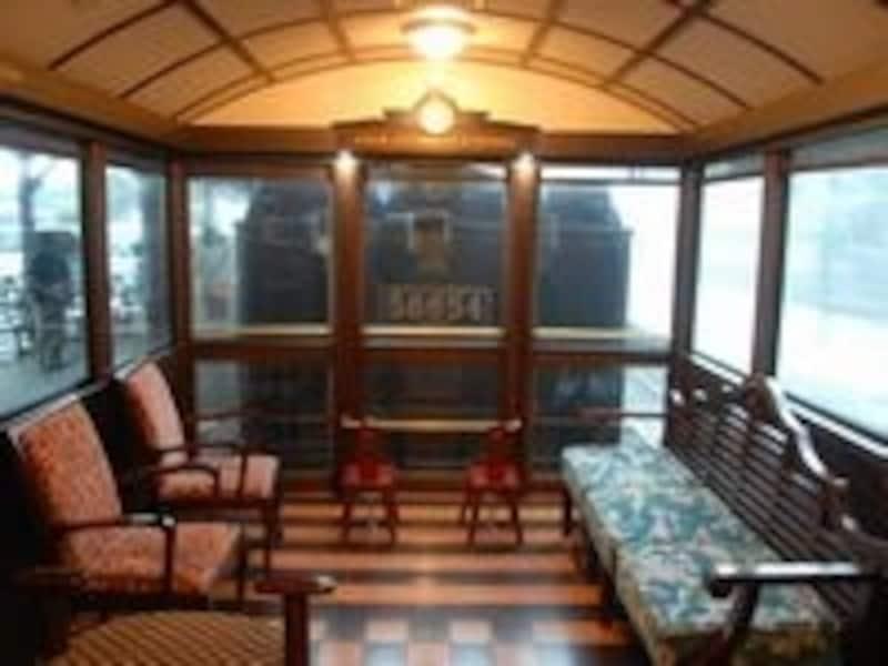 SLの後ろの展望室からは機関車の表情が絶えず伝わってくる