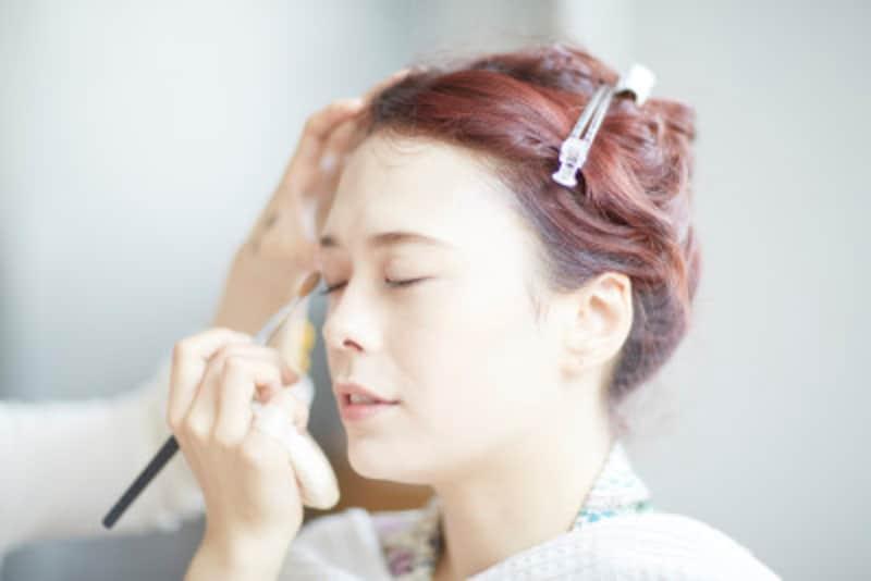 眉毛の形の黄金比は?女性のきれいな眉の描き方・メイク方法
