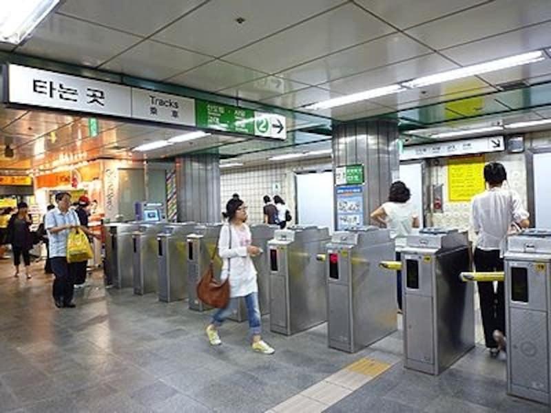 地下鉄は早く移動できて、料金も安いのが魅力!