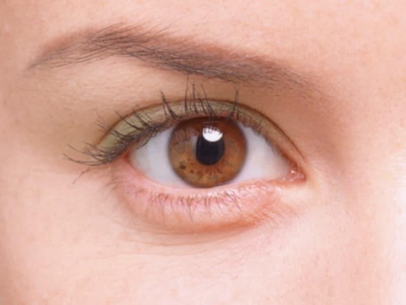 アクセントカラーに明るいイエローグリーンを使い、健康的でキュートなイメージに。