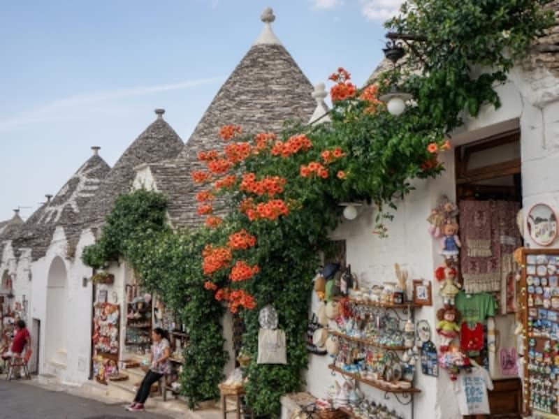 石造りの街並みに彩りを添える、色鮮やかな花々。