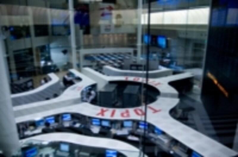 日本には東京証券取引所などの流通市場があります