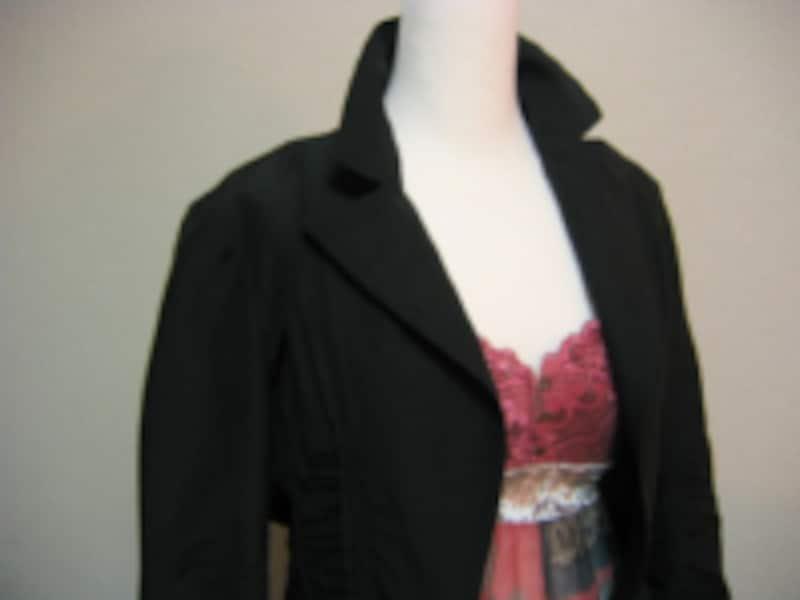 ブラック×レッドパープルは今年らしい配色のひとつ