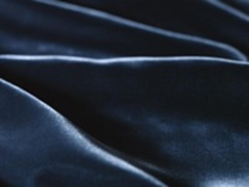 2007秋冬のトップトレンドは、黒から発展したブラキッシュカラーです!