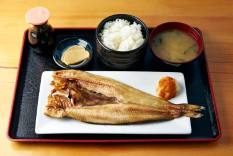 ご飯と魚料理を中心にした定食は、栄養バランスも良くカロリー面でも安心