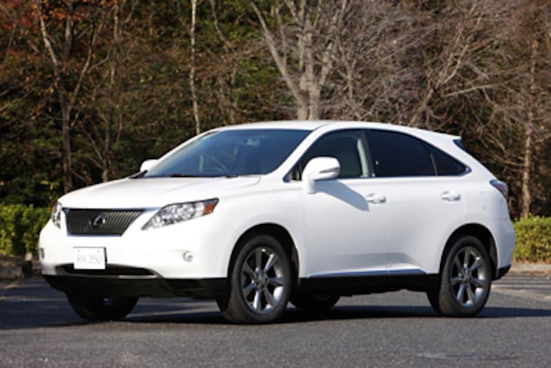 ラグジュアリーセダンの快適性と、SUVの高い実用性を合わせ持つレクサスRX。価格はRX350が460~565万円、RX450hが570~650万円となる