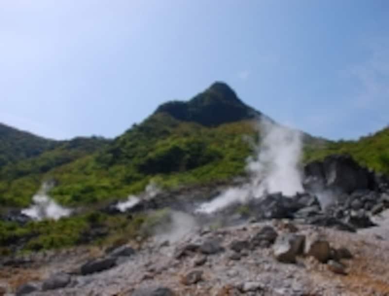 あたりには噴煙が立ちこめ、硫黄の香り漂う大涌谷