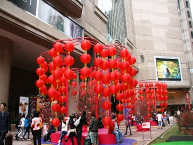 赤はおめでたい色なので香港中赤になる