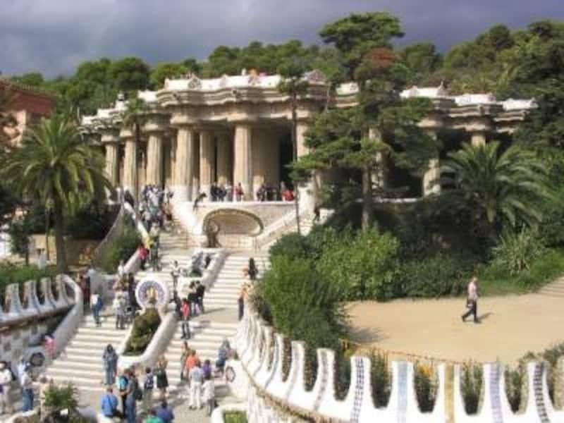 天気のいい日に訪れたい、バルセロナを代表する広大なグエル公園。