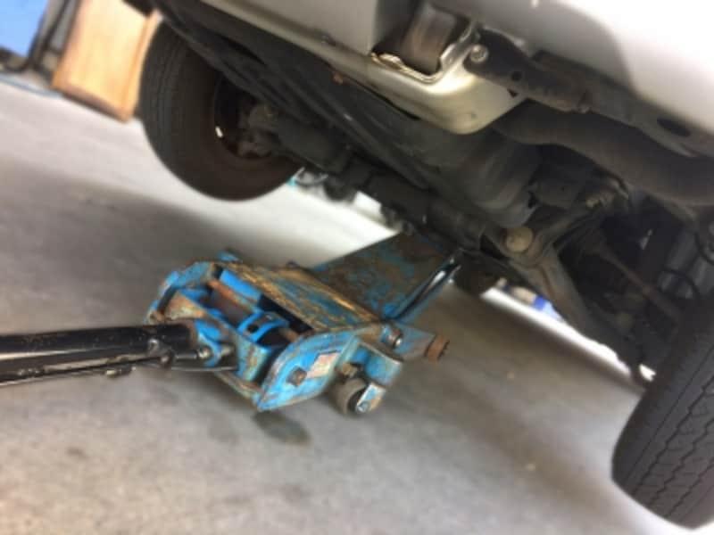 ドライブシャフトブーツの破損は早期に発見したいところ