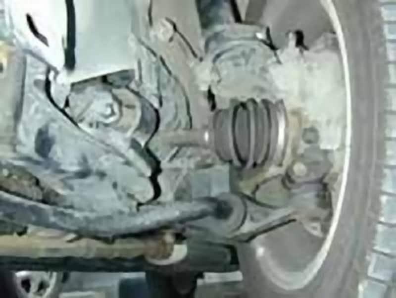 ドライブシャフトを保護する役割がある、ドライブシャフトブーツ