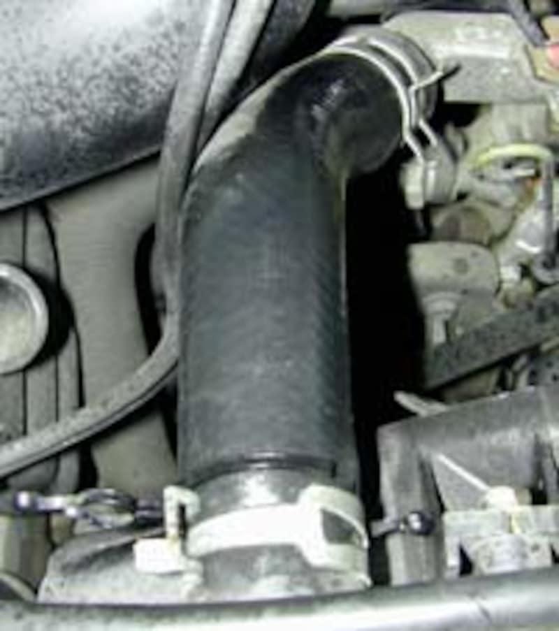 ラバープロテクタント(kure)の使い方 エンジンルームでのクリーニングや保護に