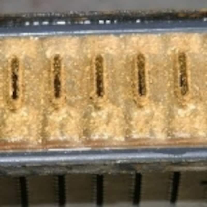 経路内が錆びた際の冷却水の色2