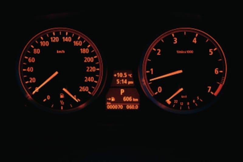 暖機運転でアイドリング状態にかける時間は燃料の無駄?