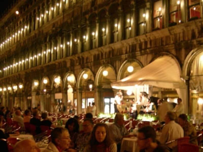 軽く食べたり、ひと休みしたり。そんな時に寄るお店もベネチアらしいところがいい!
