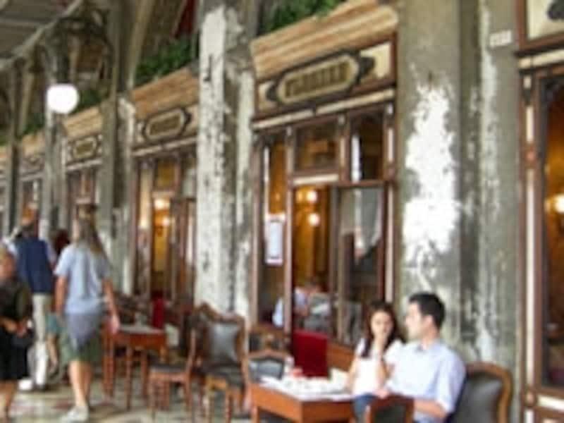 べネチアに訪れたなら、一度は訪れたい憧れのカフェテリア