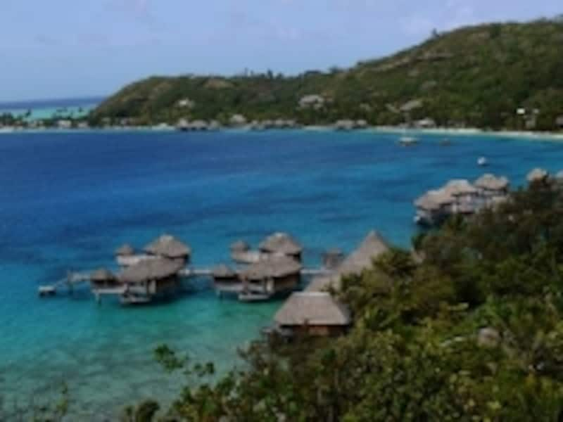 ボラボラ本島にある豪華リゾートの集中地帯、マティラ岬