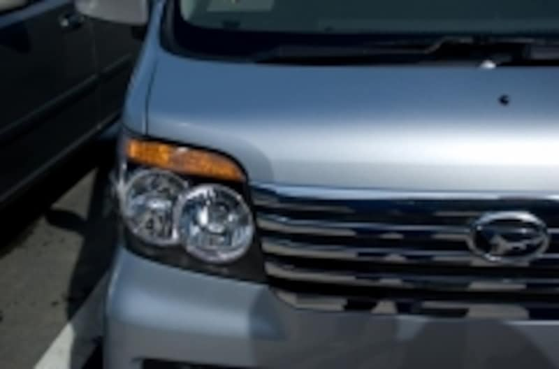 新車購入時にはディーラーに保険の見積もりも提示されます。そのまま決めてしまわずに、ぜひこの方法をお試しあれ。