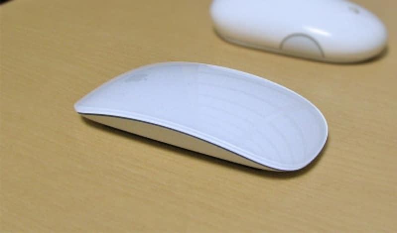 シンプルで美しいボディ。底面のアルミ部分の手触りが最高です(クリックで拡大)