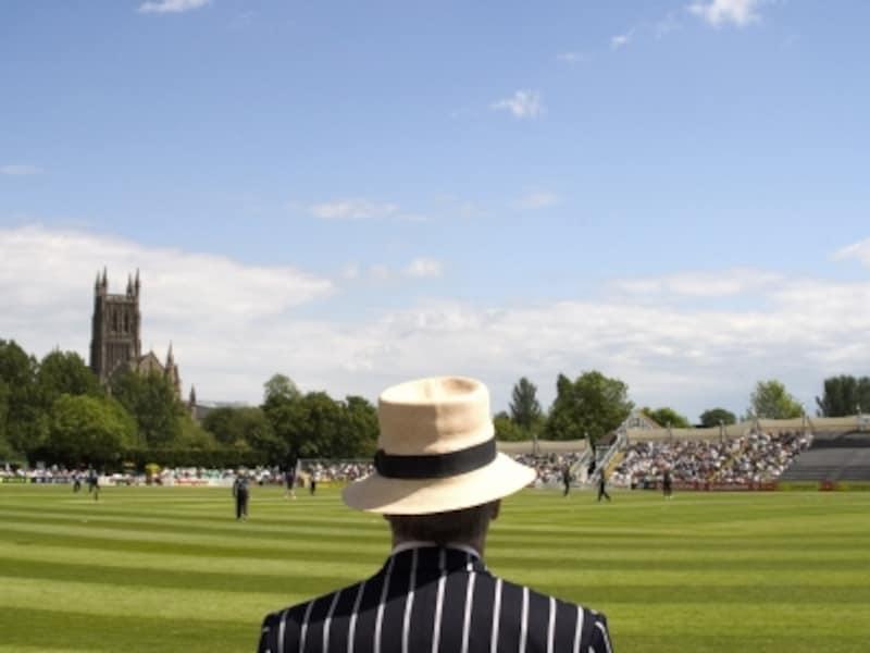 イギリスの夏の風物詩、クリケット。青空の下、さわやかな風を感じながらの観戦は最高!©VisitBritainImages