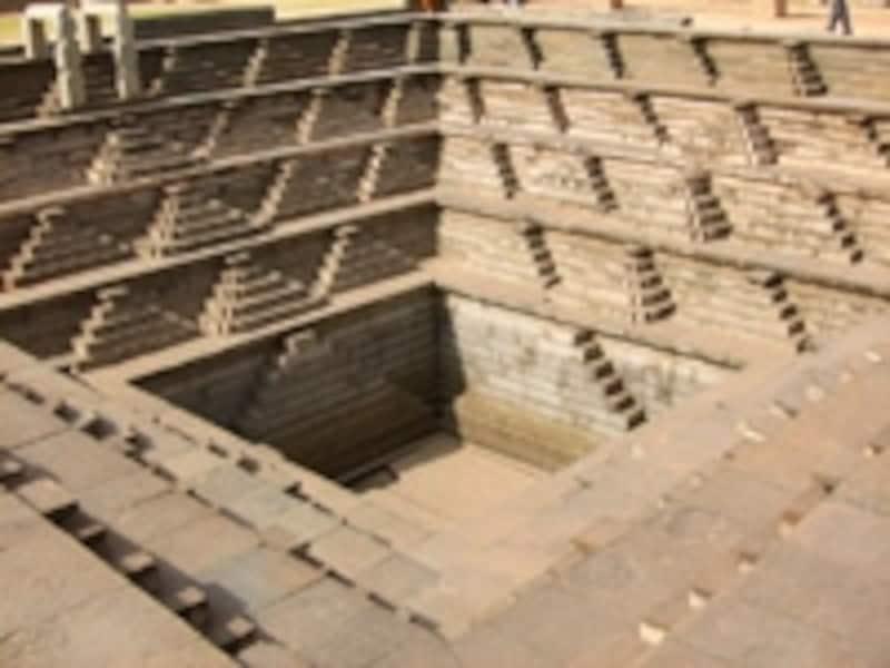 美しい階段状の井戸