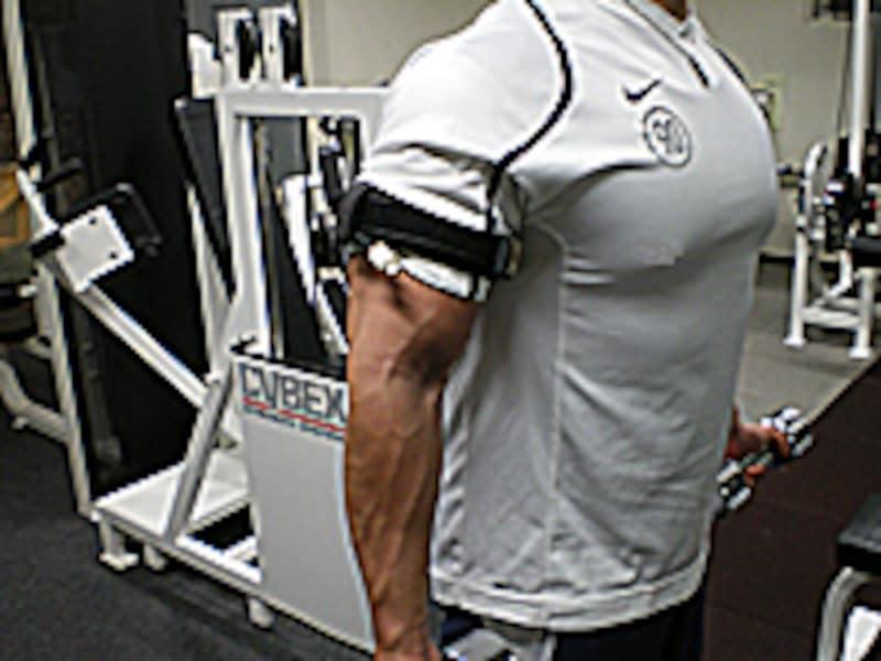 トレーニング中の腕