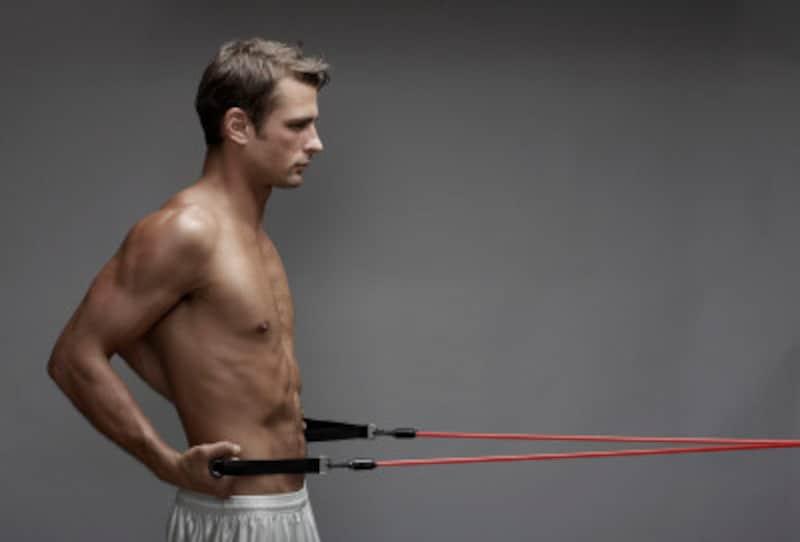 パンプアップにはトレーニングチューブが便利です。