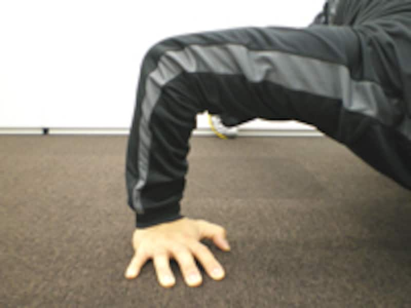 胸に効かせたい時は降ろした時に肘が90度になるようにしましょう。