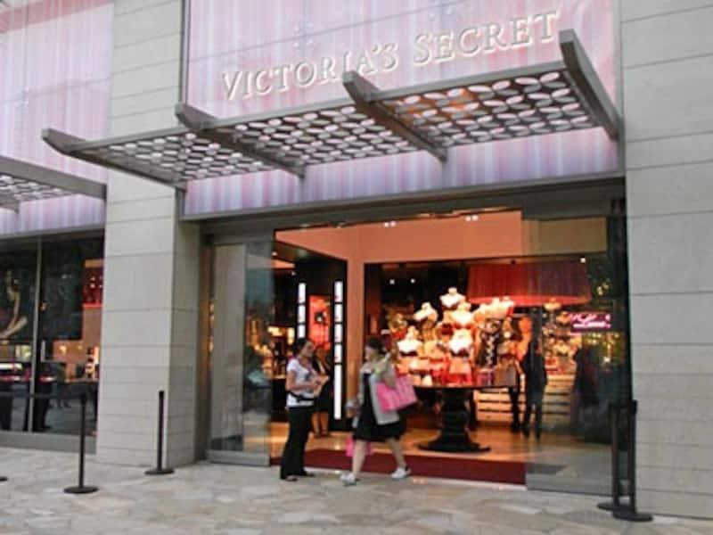 キュートでセクシーなランジェリーとルームウエア、ボディケア用品を扱うヴィクトリアズ・シークレットがワイキキ中央にオープン