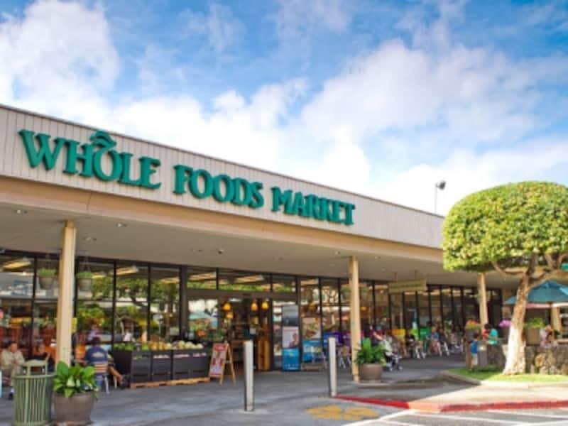 人気ショッピングスポットの1つ。ヘルシー志向のローカルや旅行者に絶大な支持を得る高級オーガニックストア、ホールフーズ・マーケット