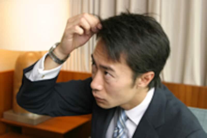 髪が気になる男性